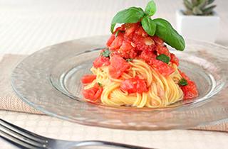 トマトとカリカリベーコンの冷製パスタ